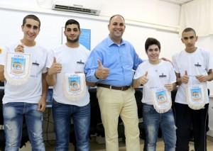 ארבעת המופלאים מלוד, עם ראש העיר יאיר רביבו.צילום באדיבות דוברות עיריית לוד