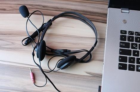 אוזניות עם מיקרופון לשעות הפנאי וגם לעסק