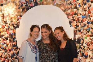 הסטודנטיות של מכללת תלפיות בתערוכה צילום איילת חזקיה