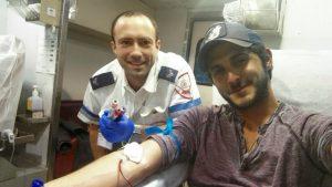 השחקן תומר קאפון (דניאל מתאג''ד) תורם דם - צילום דוברות מדא