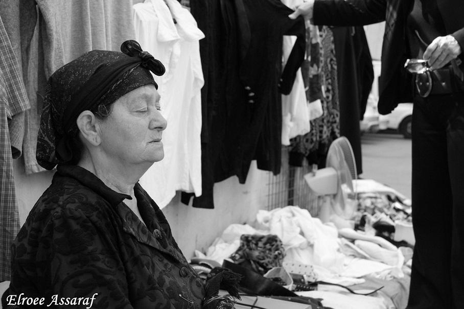 תמונת השבוע של אלרואי אסרף מציגה רגע של שלווה בשוק בנתניה. הטיפ השבועי: שיווי משקל בתמונה.