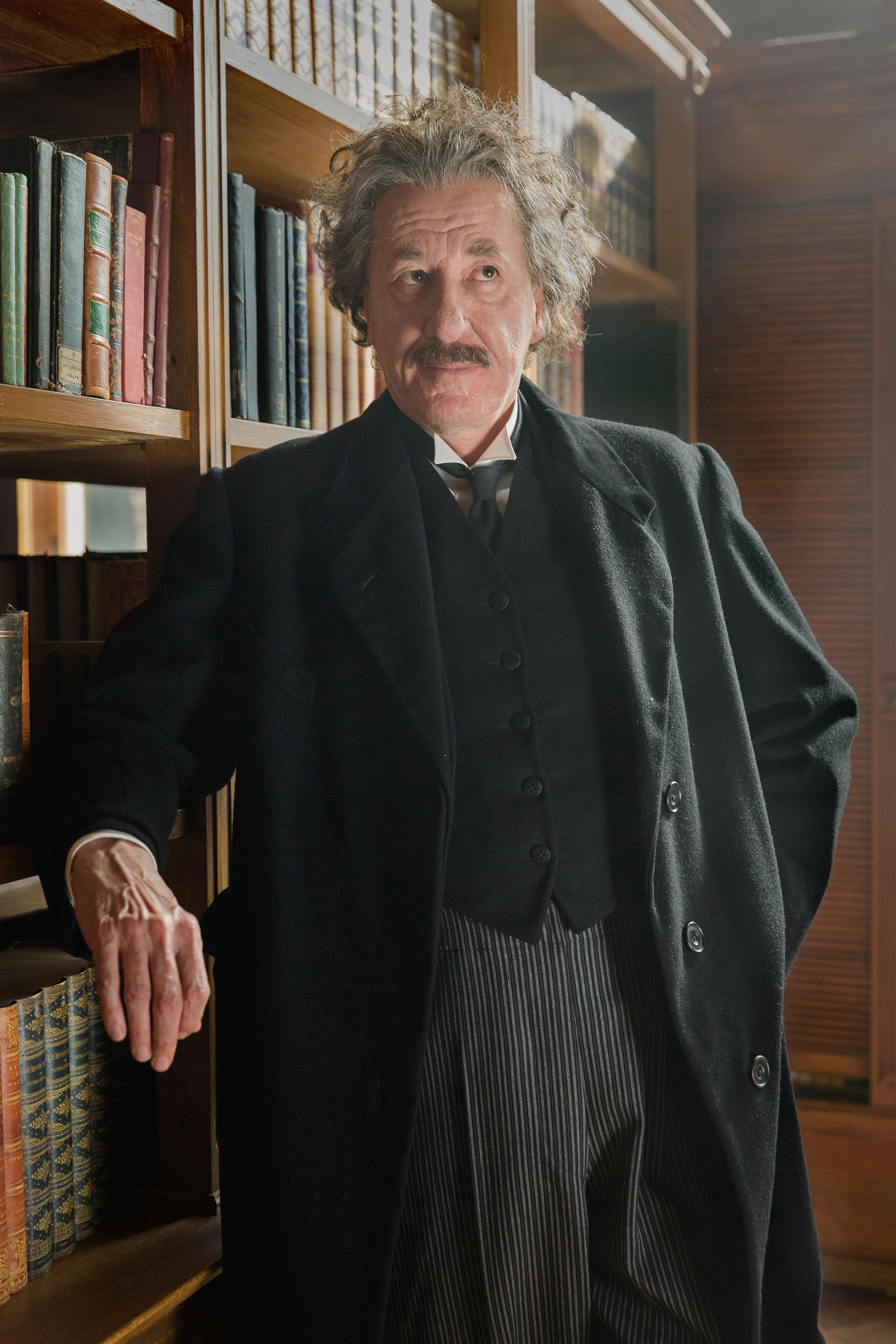 סדרה חדשה עטורת כוכבים על אלברט איינשטיין
