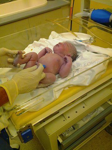 לידת בית: המדינה מחליטה על הרחם שלך!