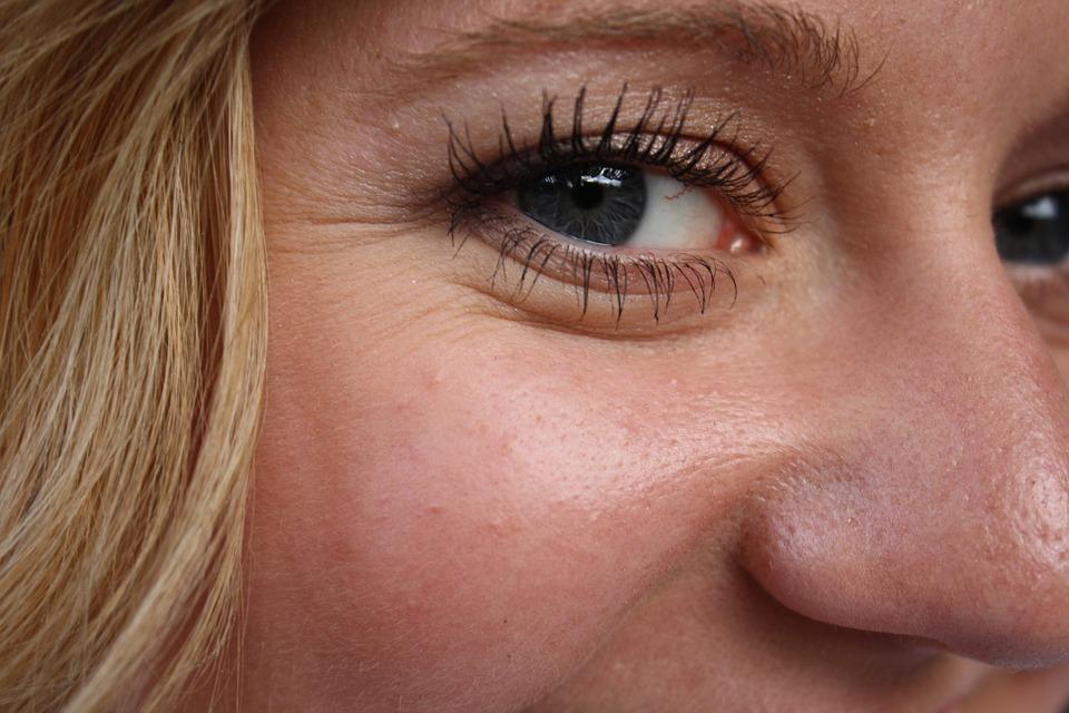 מדוע נוצרים קמטים על עור הפנים?