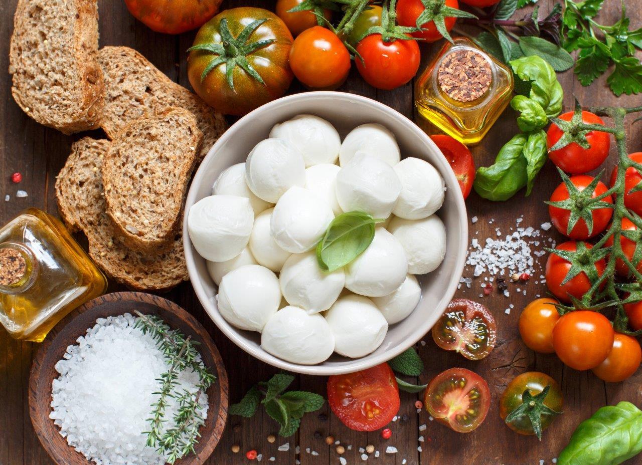 מתכון להכנת מוצרלה טרייה ופלפלים קלויים