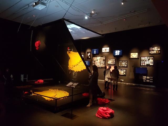 ז'ה טם – התערוכה על רונית אלקבץ