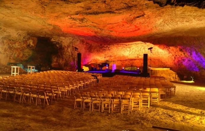 נתן גושן מגיע למערת צדקיהו