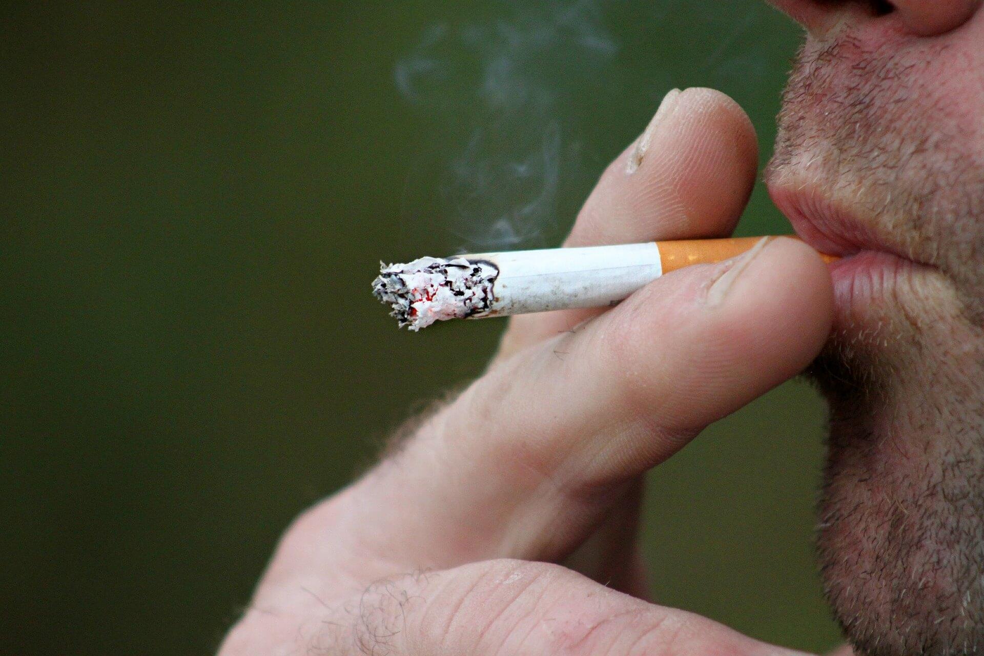 מה אומרת ההלכה לגבי עישון סיגריה והאם יש התייחסות לנושא הסיגריה אלקטרונית?