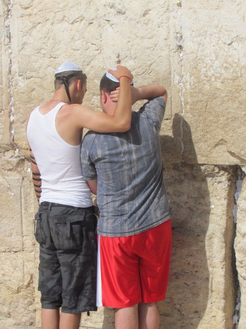 52 שנים לאחר שחרור ירושלים, עמיעד טאוב תוהה – הר הבית בידנו? / דעה