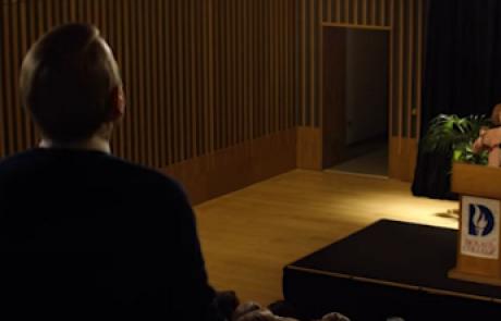 עשרה בטבת: סרט חדש על בריטי מכחיש שואה הנאבק בהיסטוריונית יהודייה