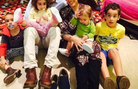הפמליה המשפחתית של עדן הראל ועודד מנשה במסע קניות ברמת גן