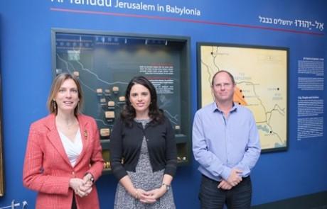 שרת המשפטים בתערוכה 'על נהרות בבל'