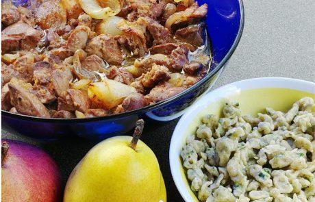שפצל (נטיפי בצק) עם תבשיל כבד עוף ואגסי אנג'ו