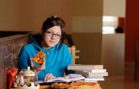 יום הפיצה הבינלאומי: פיצה רוסטו הכשרה תעודד סטודנטים לקבל מאיות בסמסטר הקרוב