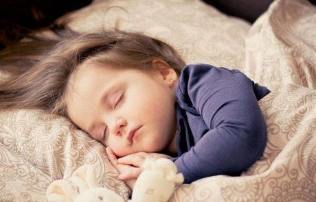 שעות שינה ואי שינה של תינוקות והורים