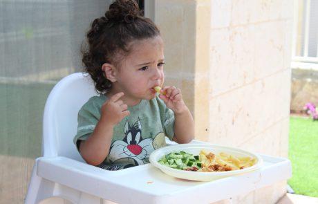 איך לחנך תזונתית את הילדים מגיל צעיר